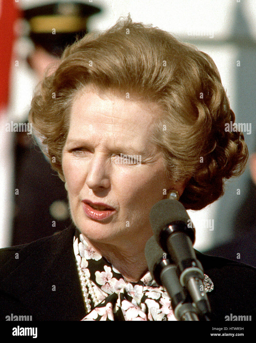 Prime Minister Margaret Thatcher of Great Britain, left, makes a statement following her 2 hour meeting with United - Stock Image