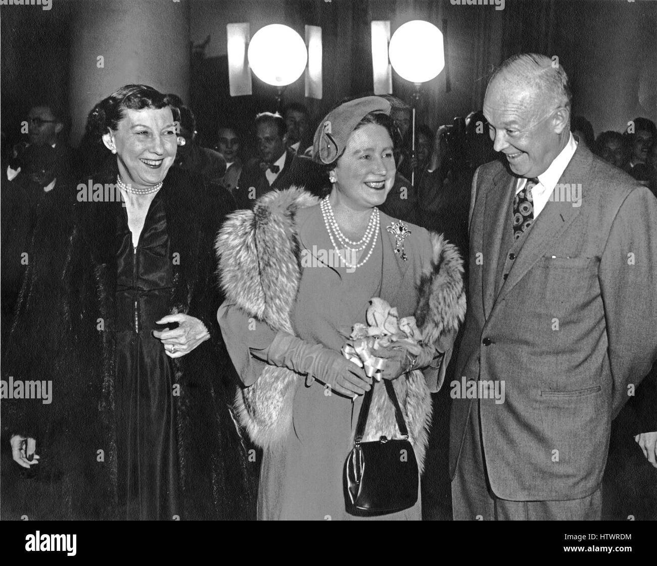 United States President Dwight D Eisenhower, right, and first lady Mamie Eisenhower, left, welcome H.M Queen Elizabeth, - Stock Image