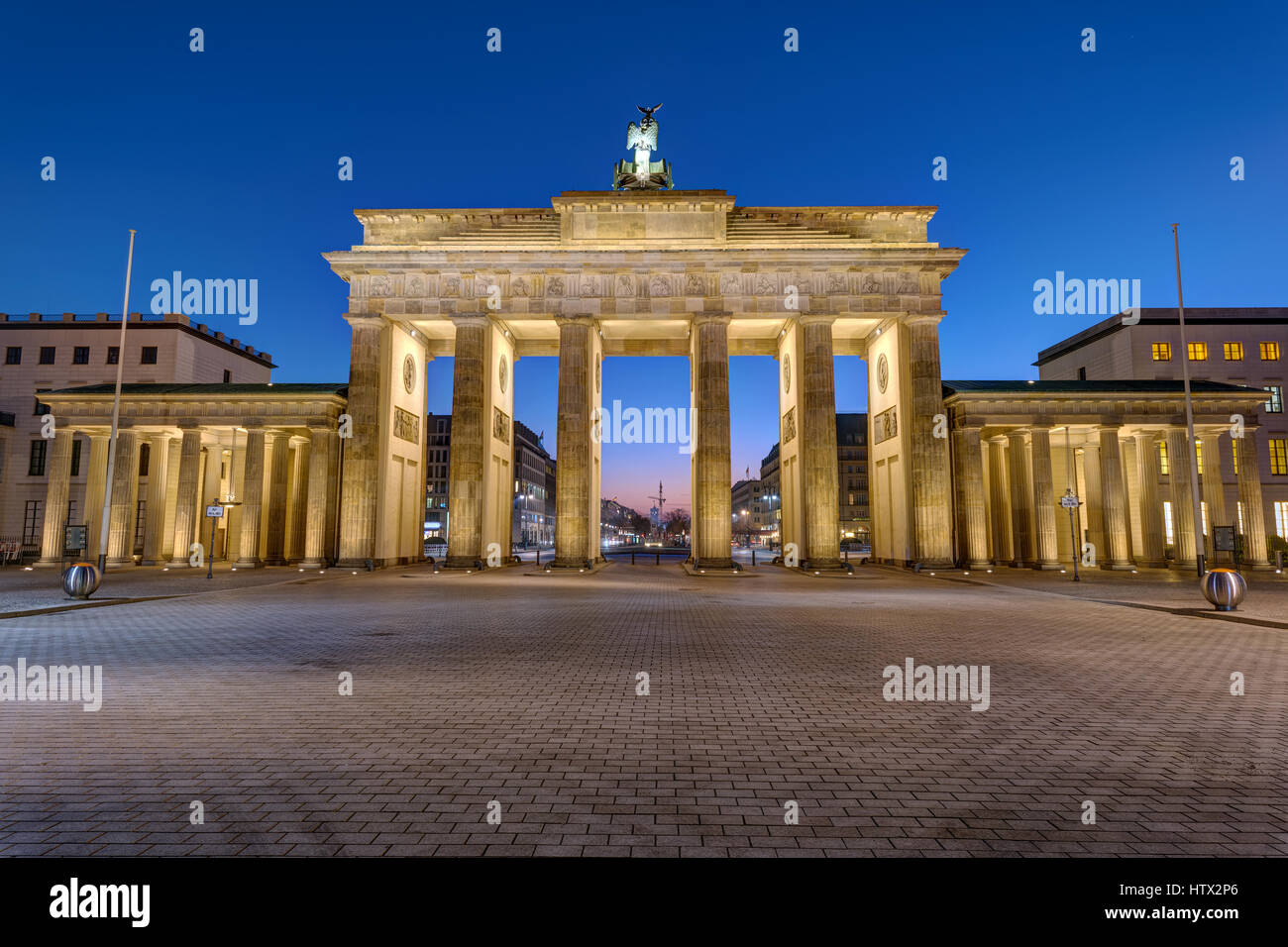 The back of the Brandenburger Tor in Berlin at night - Stock Image