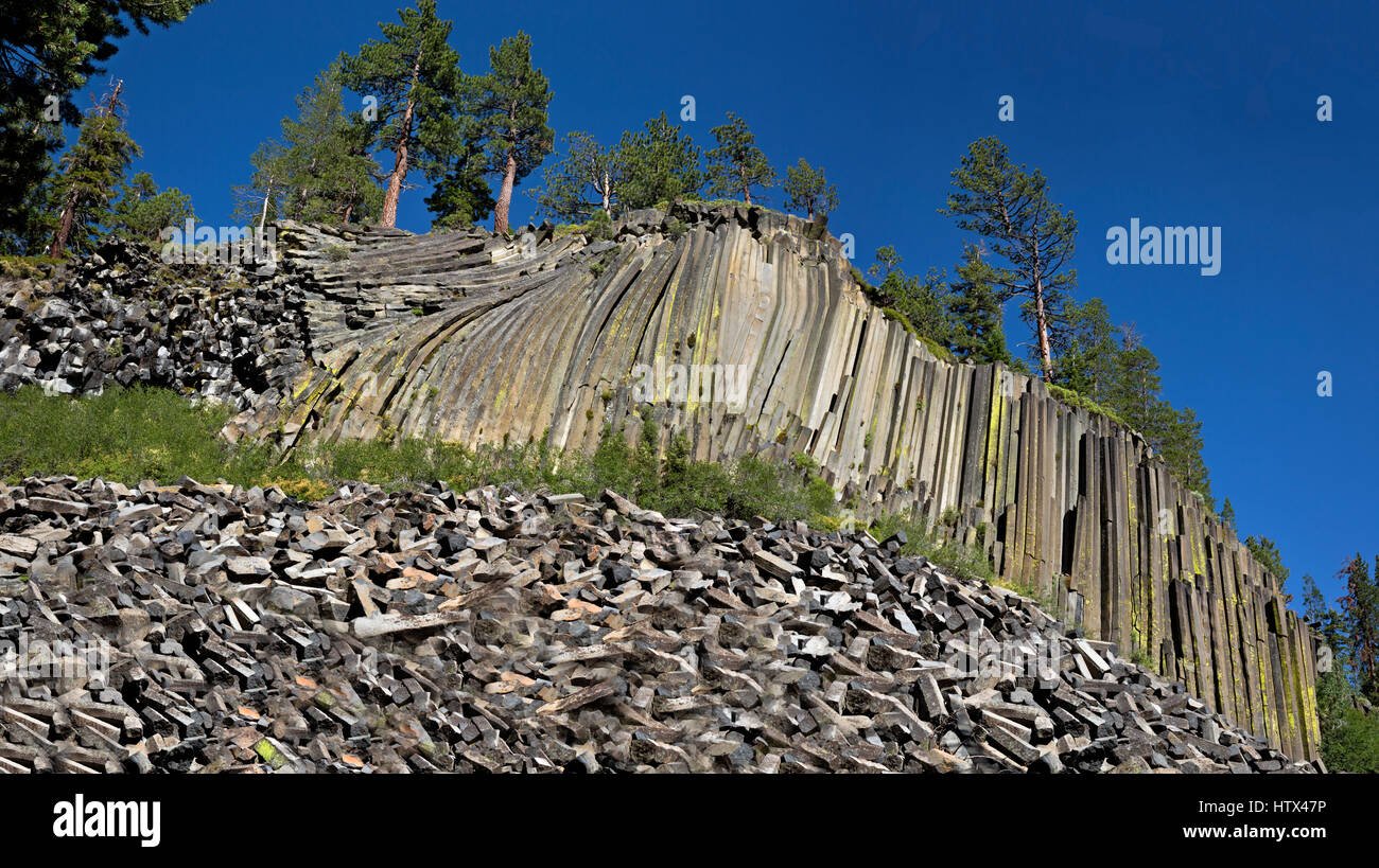 CA03042-00...CALIFORNIA - Wall of columnar basalt at Devils Postpile National Monument. - Stock Image