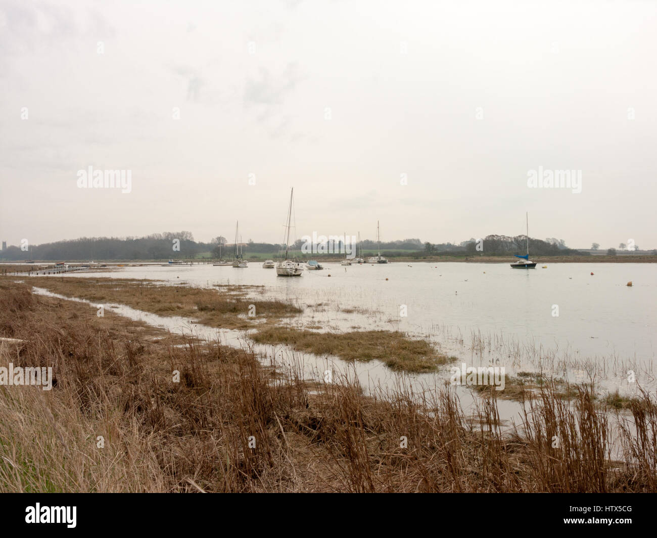Along the grassy waterfront of Wivenhoe down into Alresford. - Stock Image