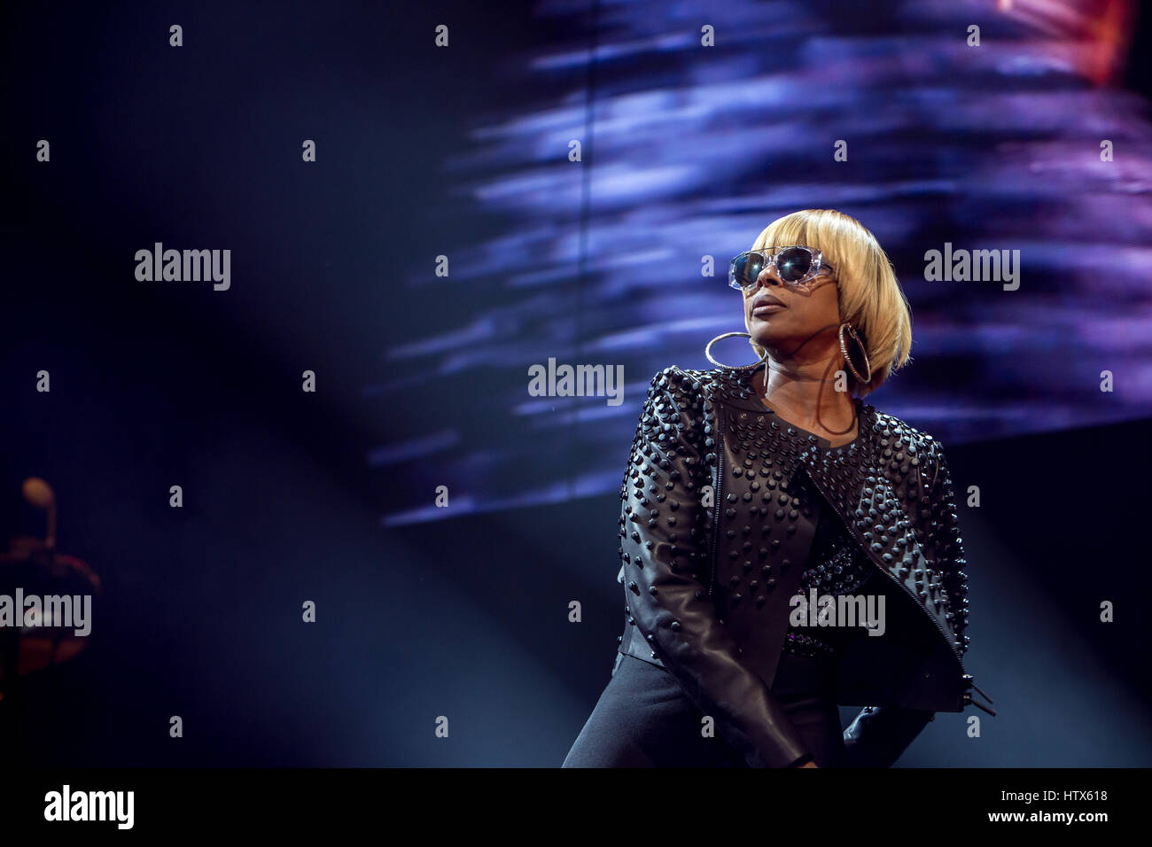 R&B Soul singer Mary J. Blige performs in Toronto November 14th, 2016 - Stock Image