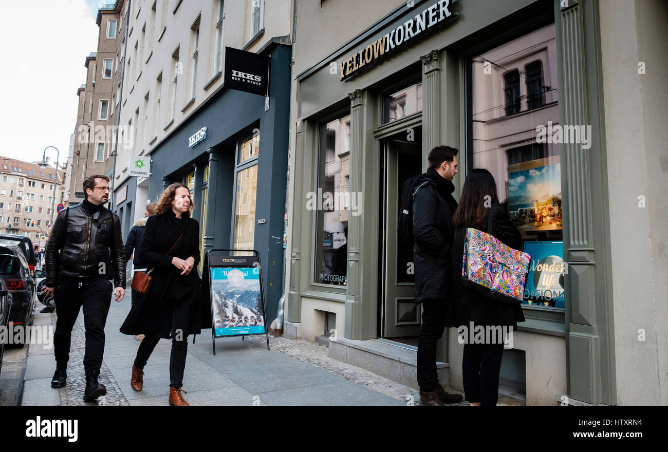 People on Neue Schonhauser Strasse, fashionable street with many designer boutiques in Mitte , Berlin, Germany - Stock Image
