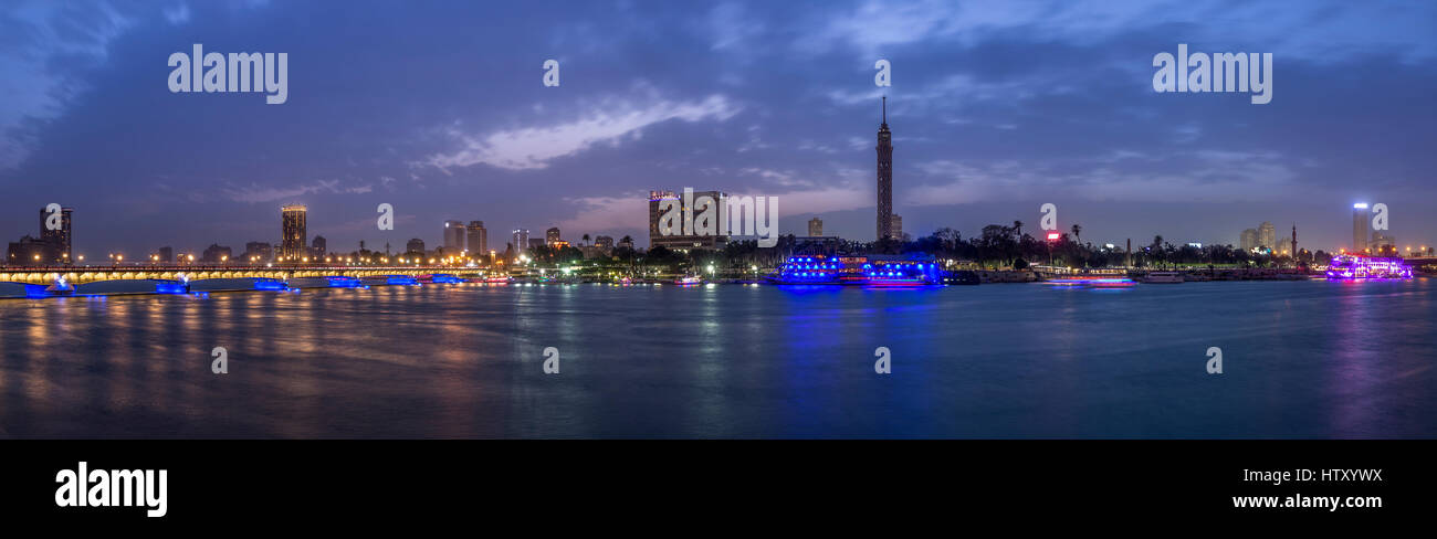 Panoramic view of Cairo city center at twilight, the Kasr El Nile Bridge and the island of Zamalek with its colorful - Stock Image