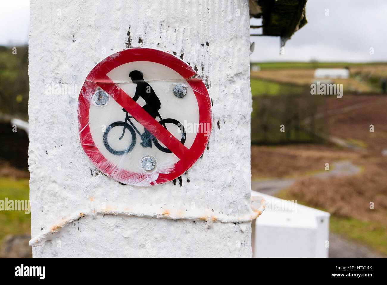 Sign at entrance to a mountain track leading to a private property in South Wales UK - Stock Image