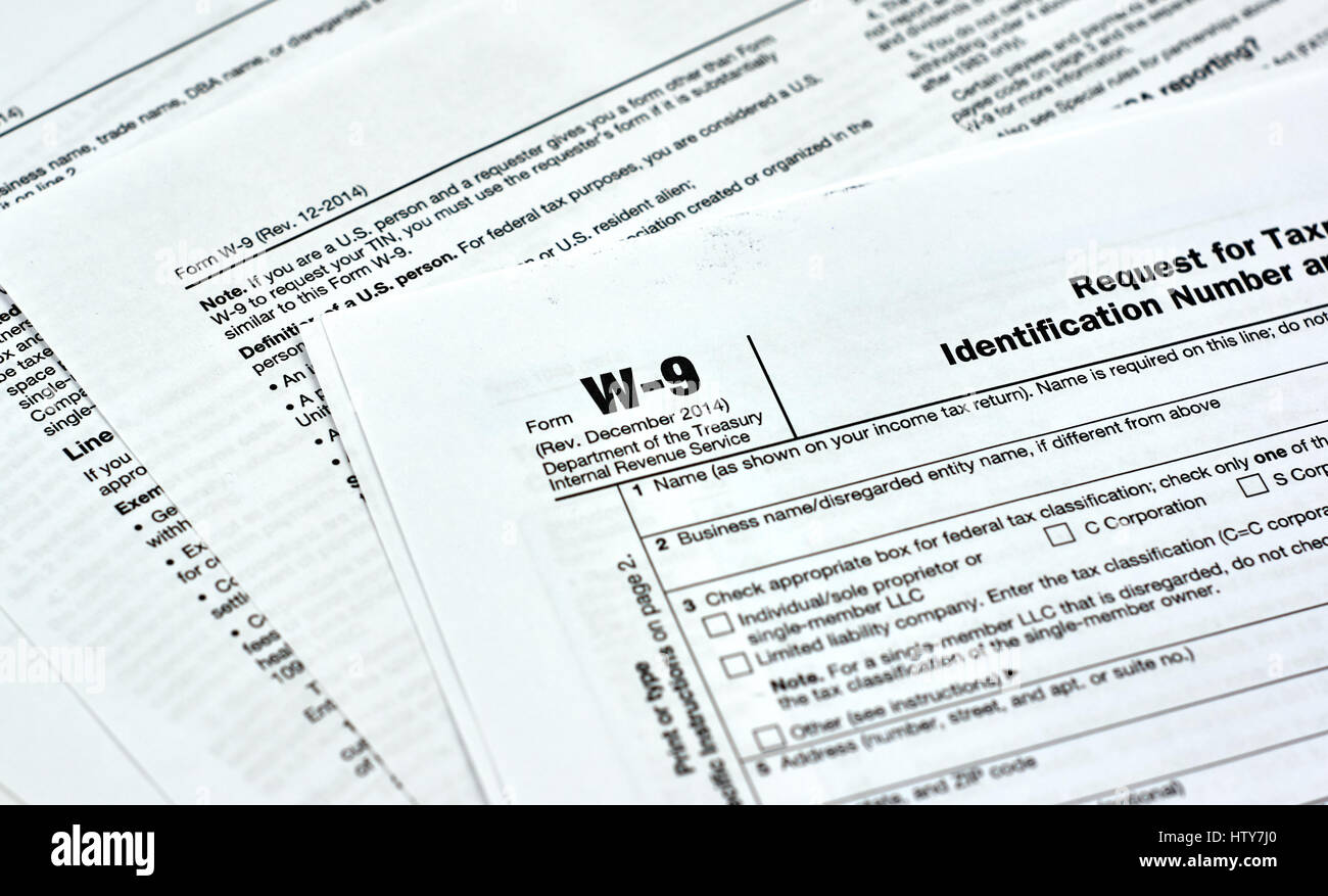 W-9 USA federal tax form Stock Photo: 135823016 - Alamy