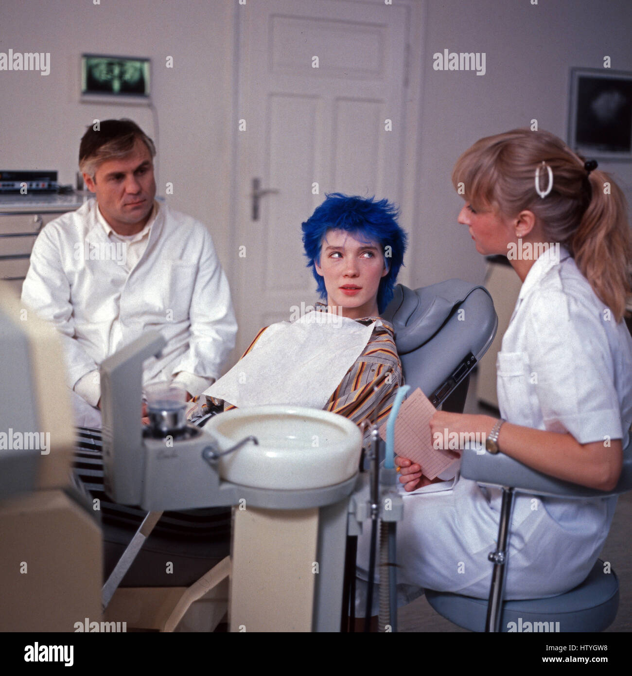 Mitten ins Herz, Fernsehfilm, Deutschland 1983, Regie: Doris Dörrie, Darsteller: Josef Bierbichler, Beate Jensen (Mitte) Stock Photo