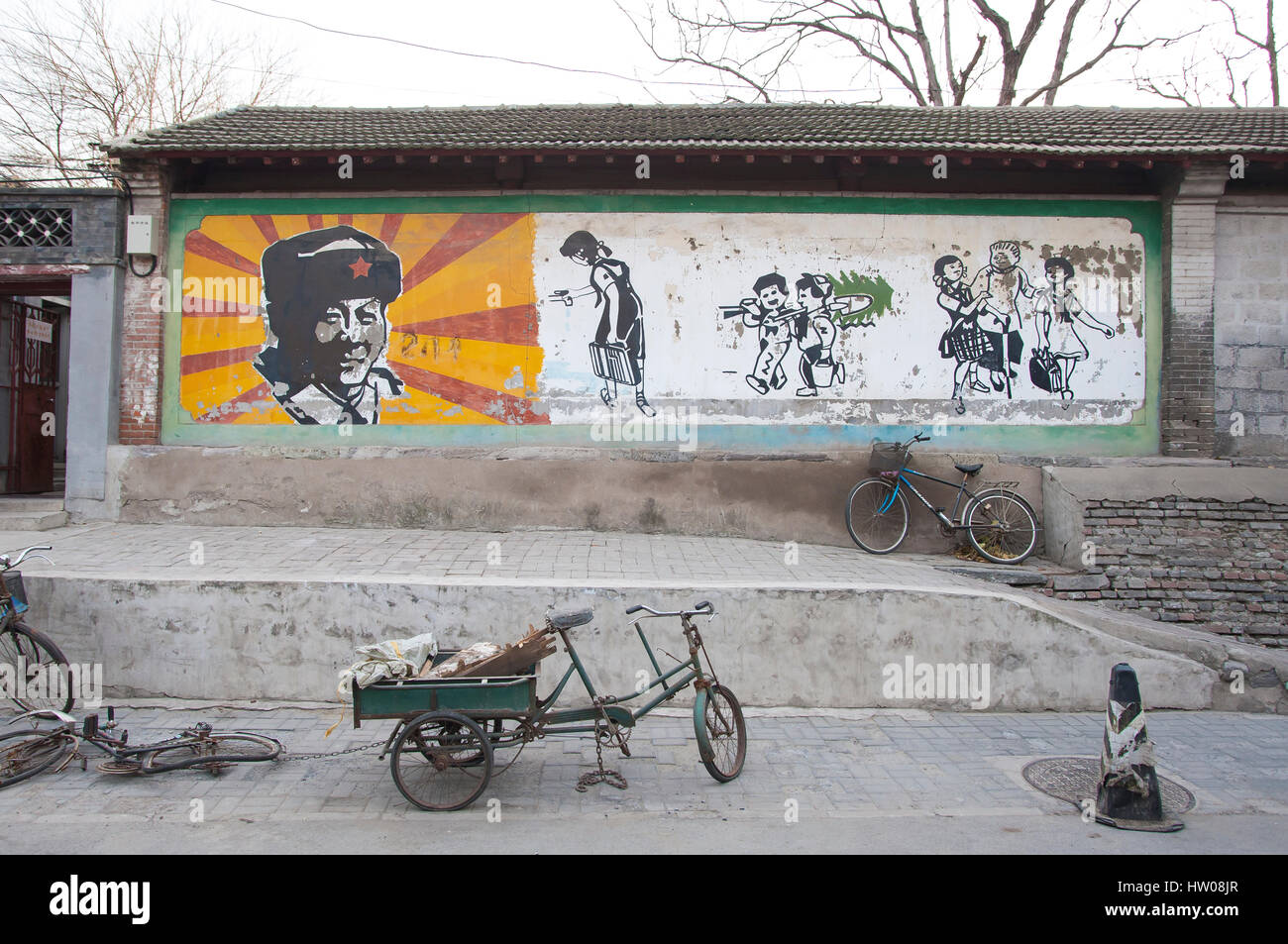 Hutong wall mural featuring Chinese communist hero Lei Feng in a residential street in Beijing - Stock Image