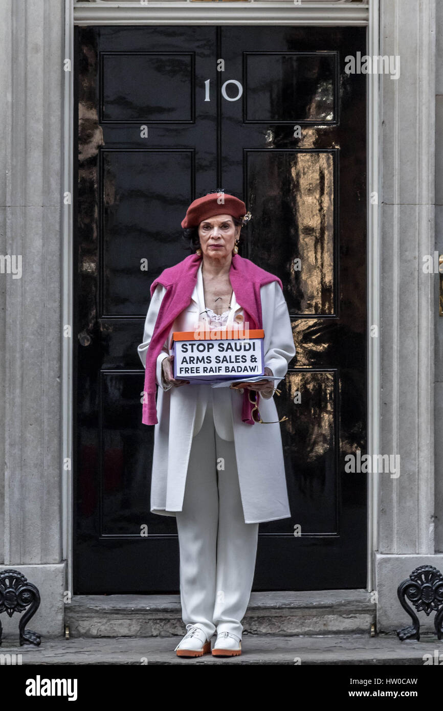 London, UK. 15th Mar, 2017. Bianca Jagger joins Human Rights campaigner Peter Tatchell to hand in a 159,000-signature Stock Photo