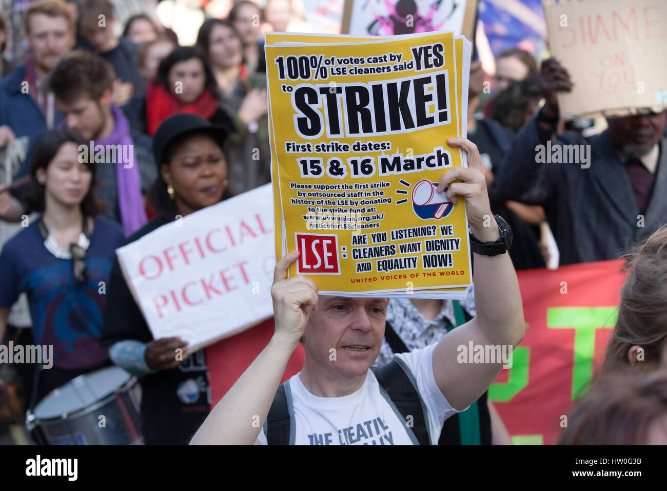 London, UK. 15th March 2017. Cleaners from the London School of Economics (LSE) and supporters from United Voices - Stock Image