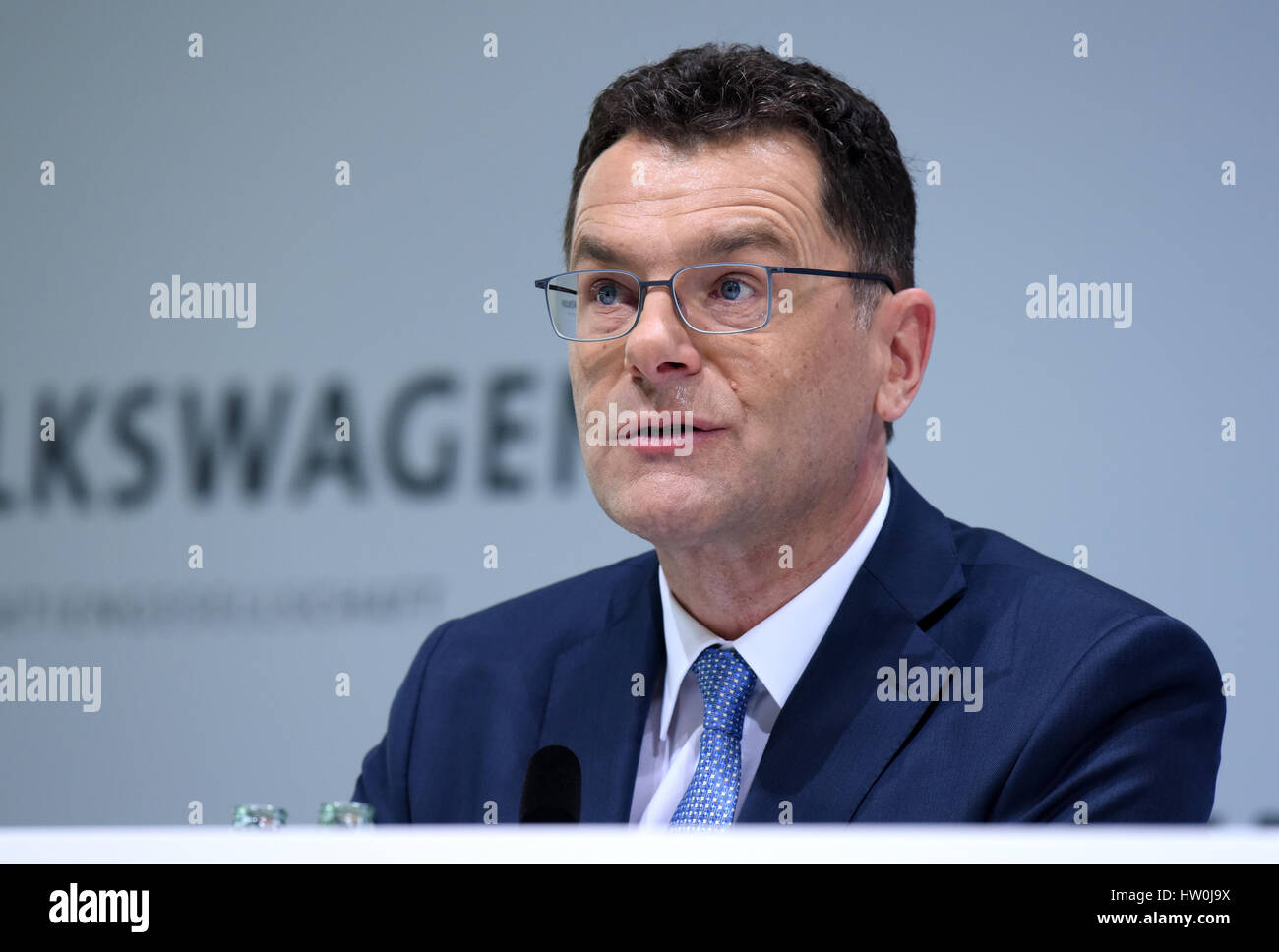 Wolfsburg, Germany. 14th Mar, 2017. Hans-Gerd Bode, head of communication of the Volkwagen Group, speaks at the - Stock Image