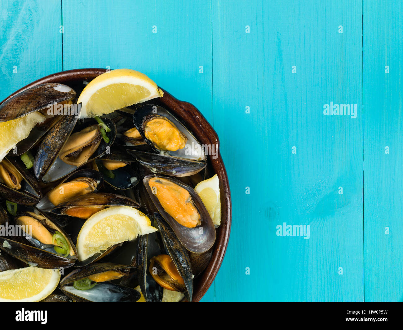Rope Grown Mussels in a Garlic and Shallot Sauce With Slices of Lemon - Stock Image