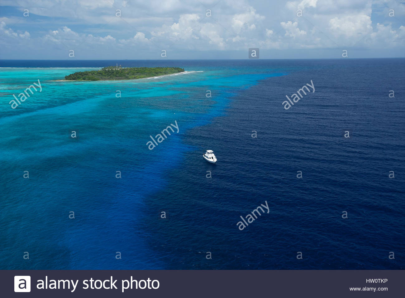 The barrier reef at Half Moon Caye Natural Monument in the middle of the 160-mile MesoAmerican Barrier Reef, the - Stock Image