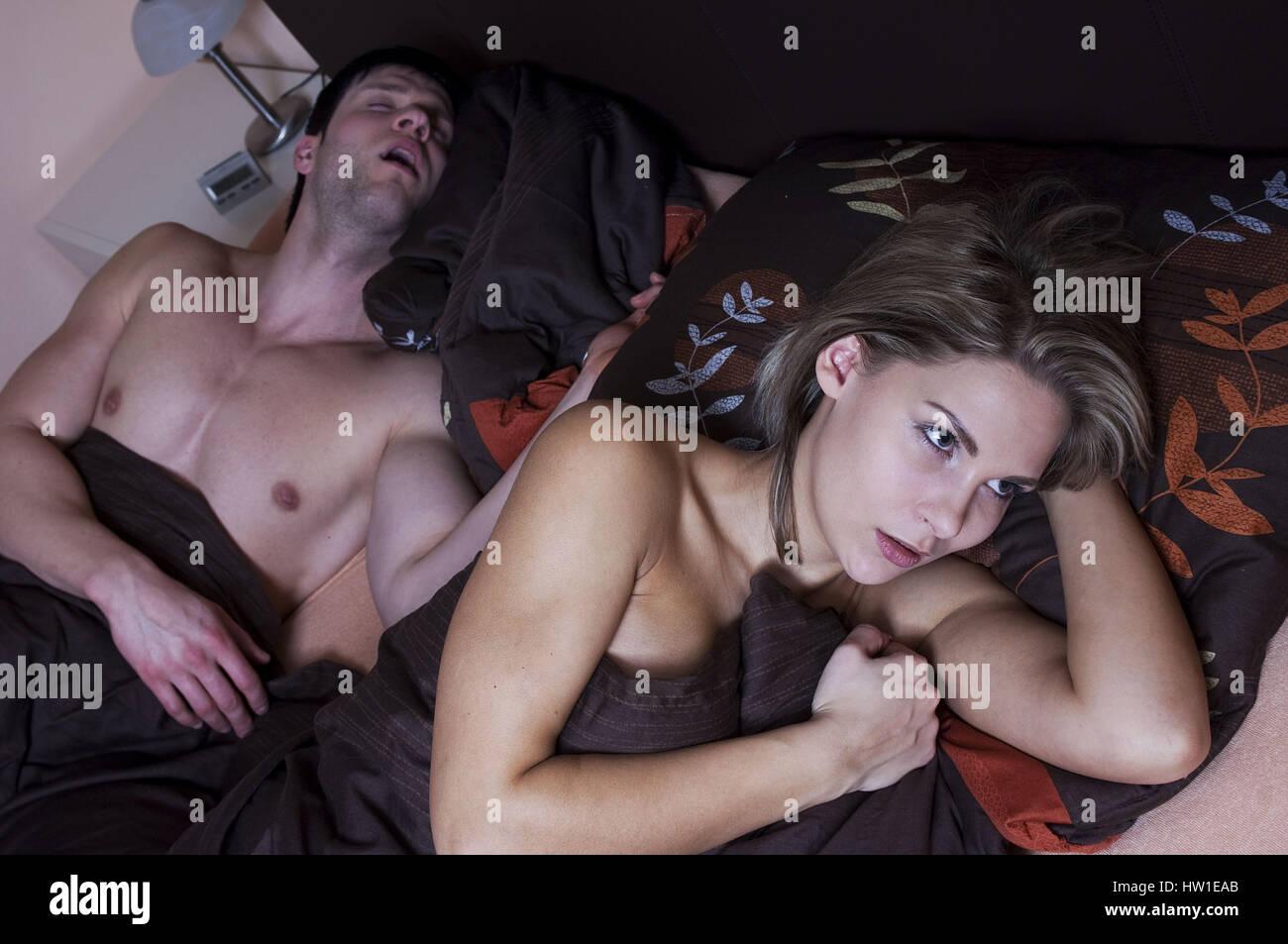 No sleep because of snoring, Kein Schlaf wegen Schnarchen - Stock Image