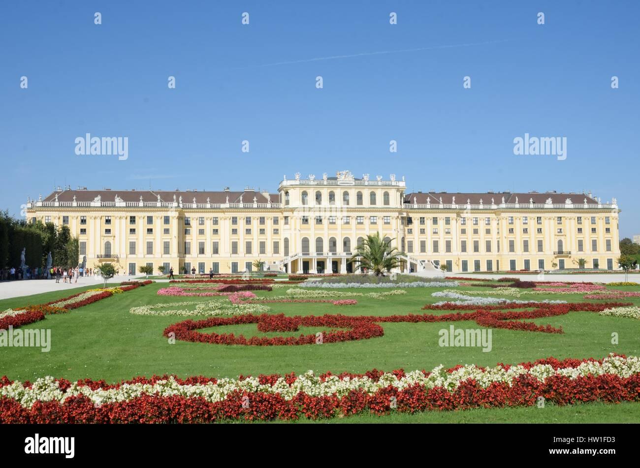 SCHÖNBRUNN PALACE VIENNA AUSTRIA 29 AUGUST  2015: Rear of Schönbrunn palace Vienna - Stock Image