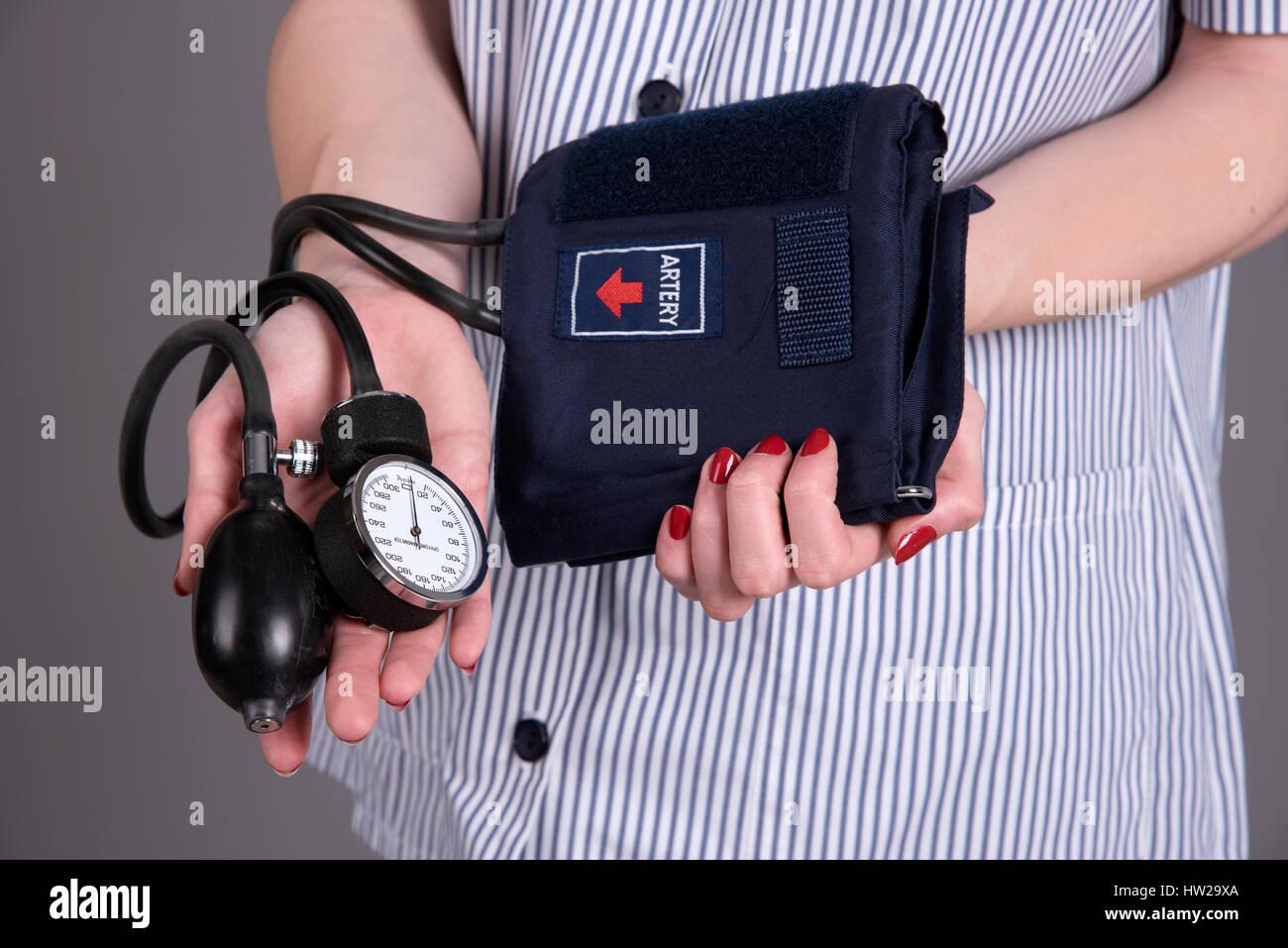 Nurse holding blood pressure measuring kit - Stock Image