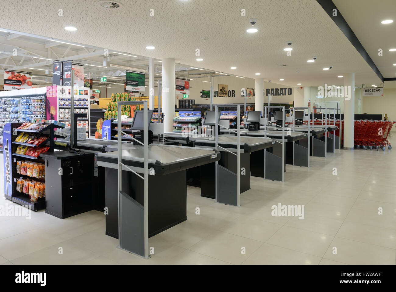 Checkout counters at an empty supermarket - Stock Image