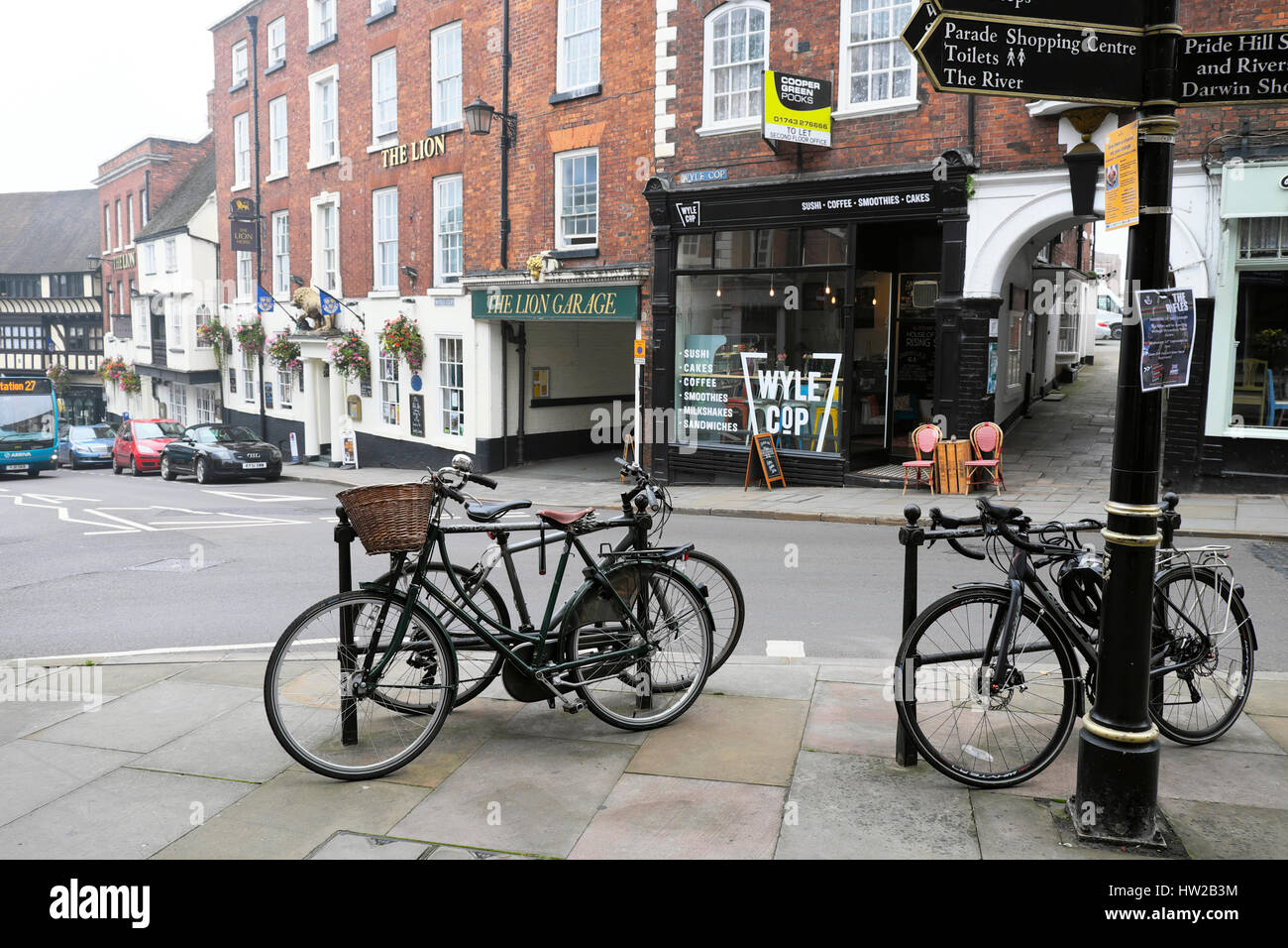 A view of Wyle Cop, bicycles and street signs in border  the town of Shrewsbury, Shropshire, UK  KATHY DEWITT - Stock Image
