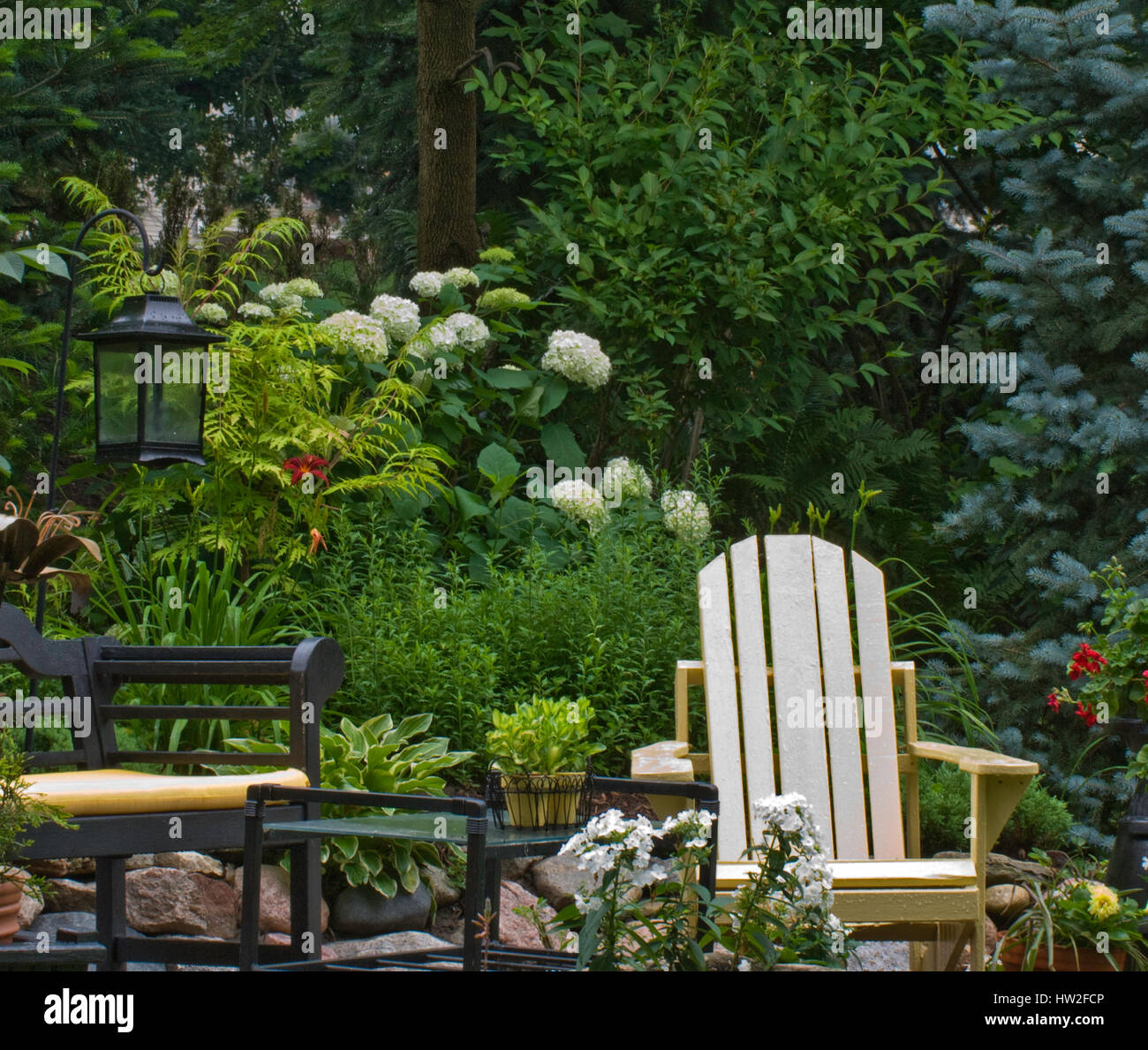 Sitting area in Garden with Annabelle Hydrangea - Stock Image