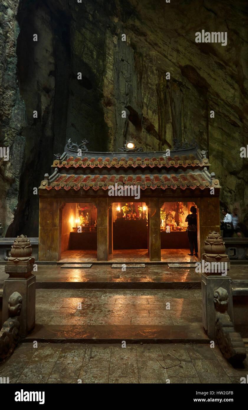 Shrine, Huyen Khong Cave, Marble Mountains, Da Nang, Vietnam - Stock Image