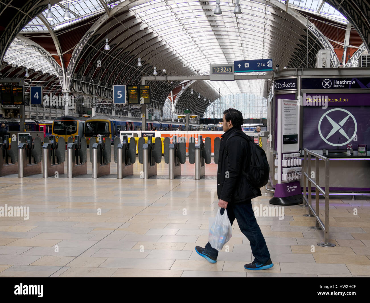 Traveller at Paddington Mainline Station, London, UK. March 2017. - Stock Image