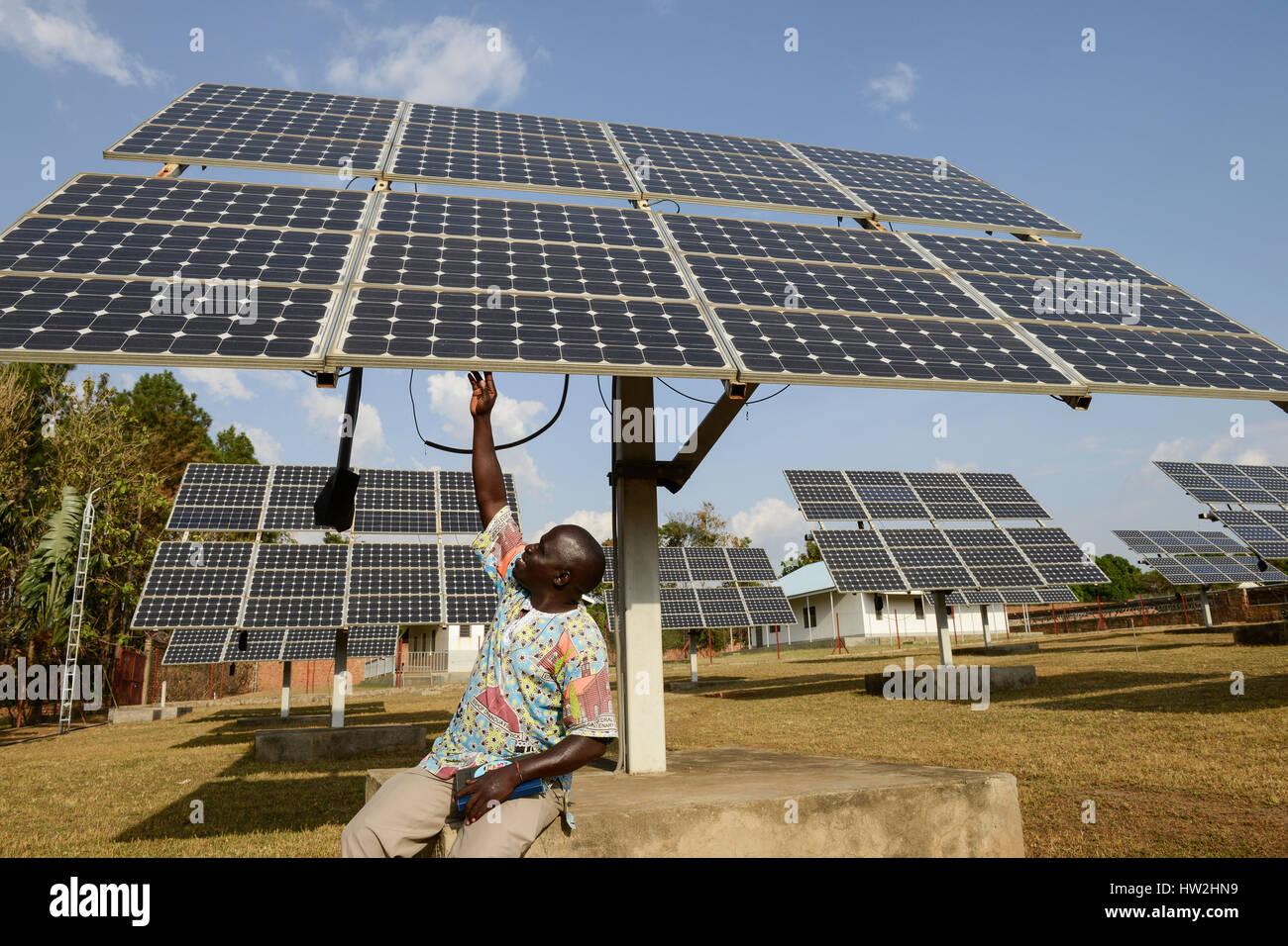 UGANDA, Arua, solar power, swingable solar panels for power supply of Radio station Radio Pacis / autarke Stromversorgung - Stock Image