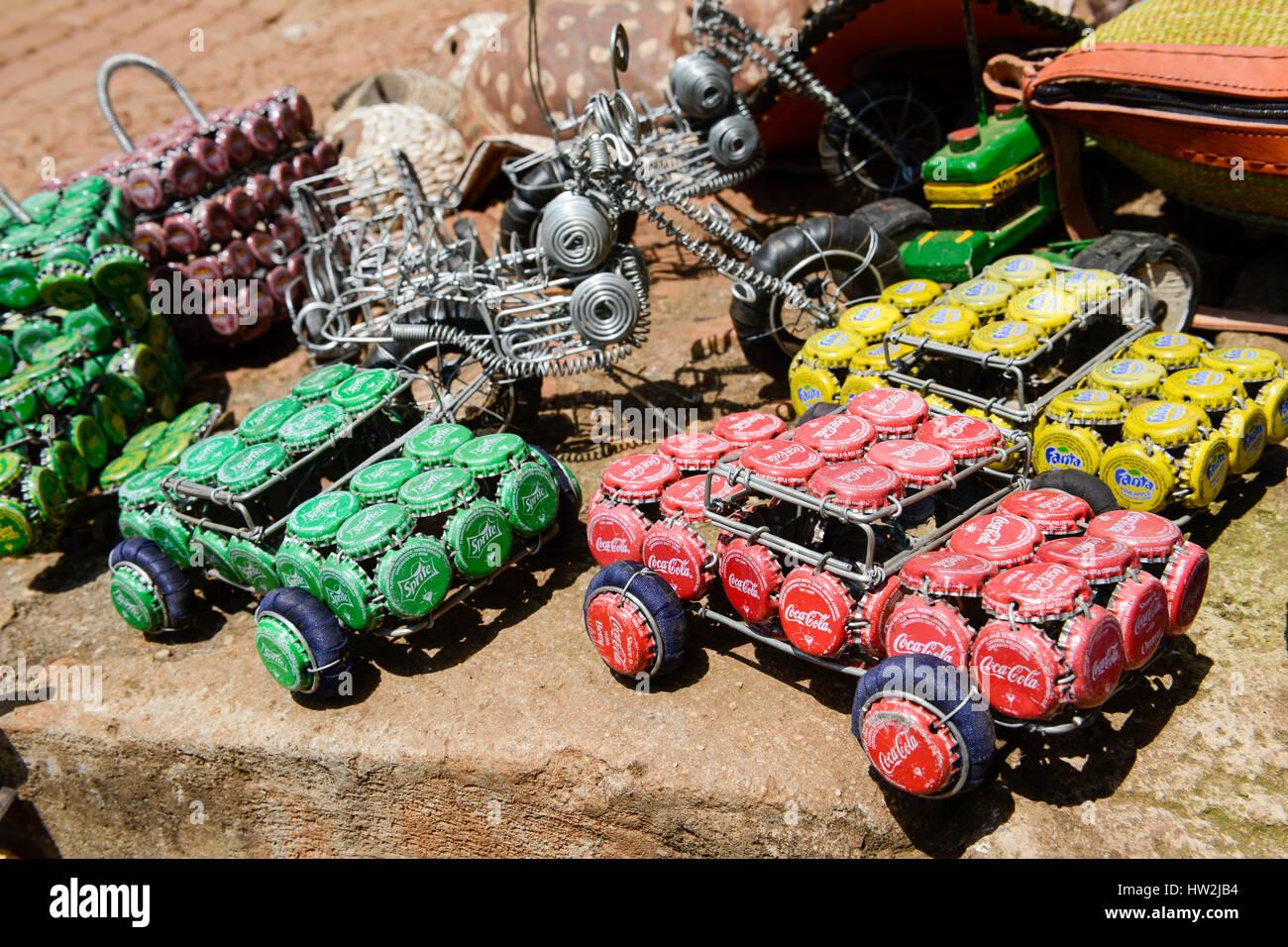 UGANDA, Kampala, Souvenirs, car made from wire and bottle closure / Autos aus Draht und Flaschen Kronkorken - Stock Image