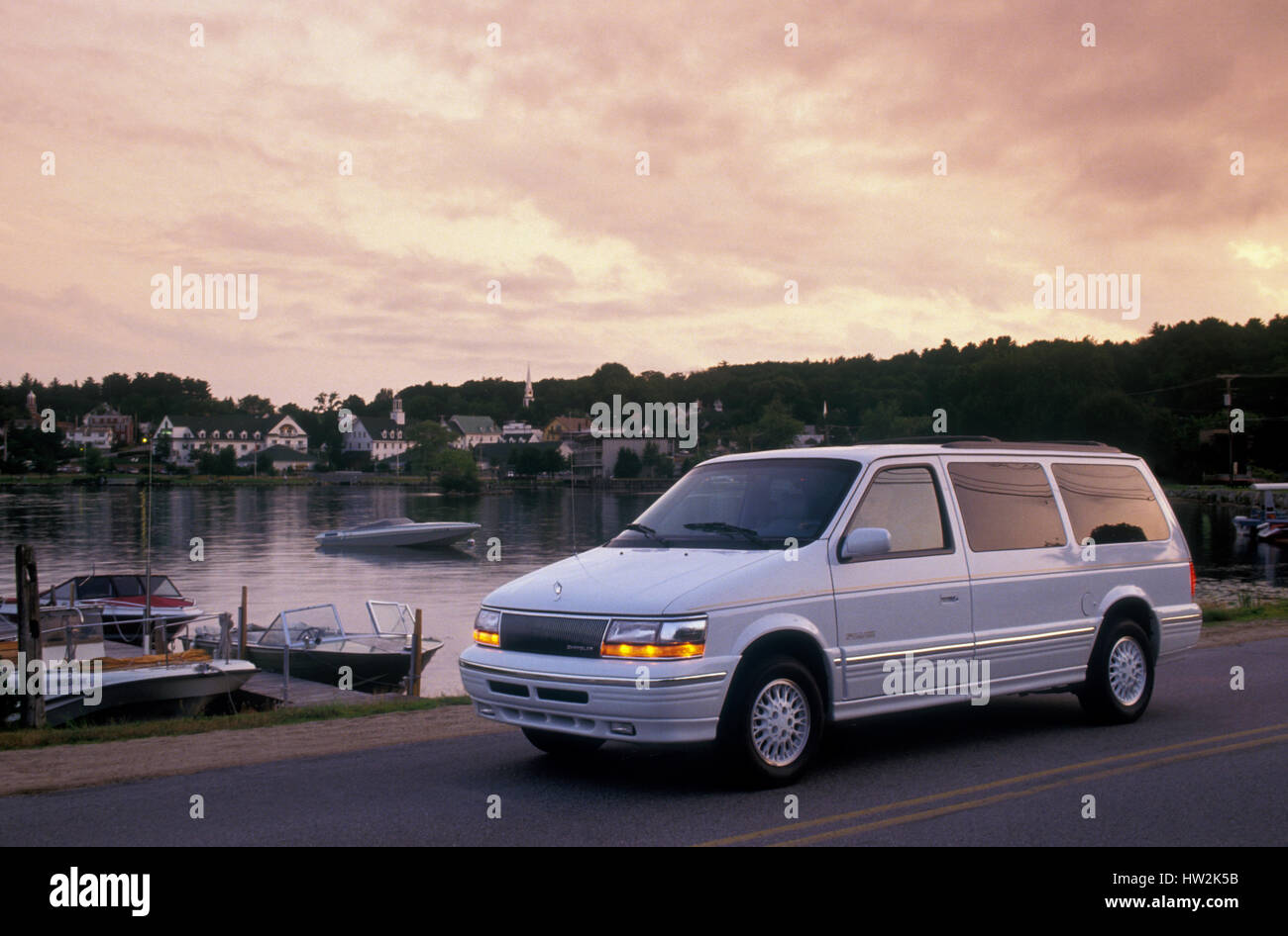 photos lgw makes town and dvd minivan country chrysler informations articles van