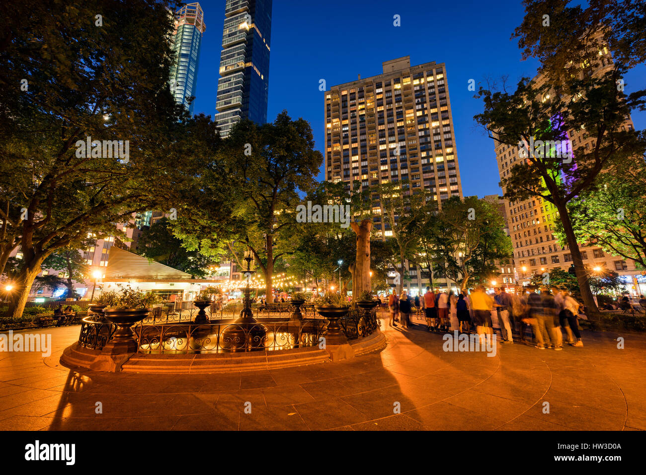 Madison Square Park and fountain at twilight in Summer. Flatiron District, Midtown, Manhattan, New York City - Stock Image