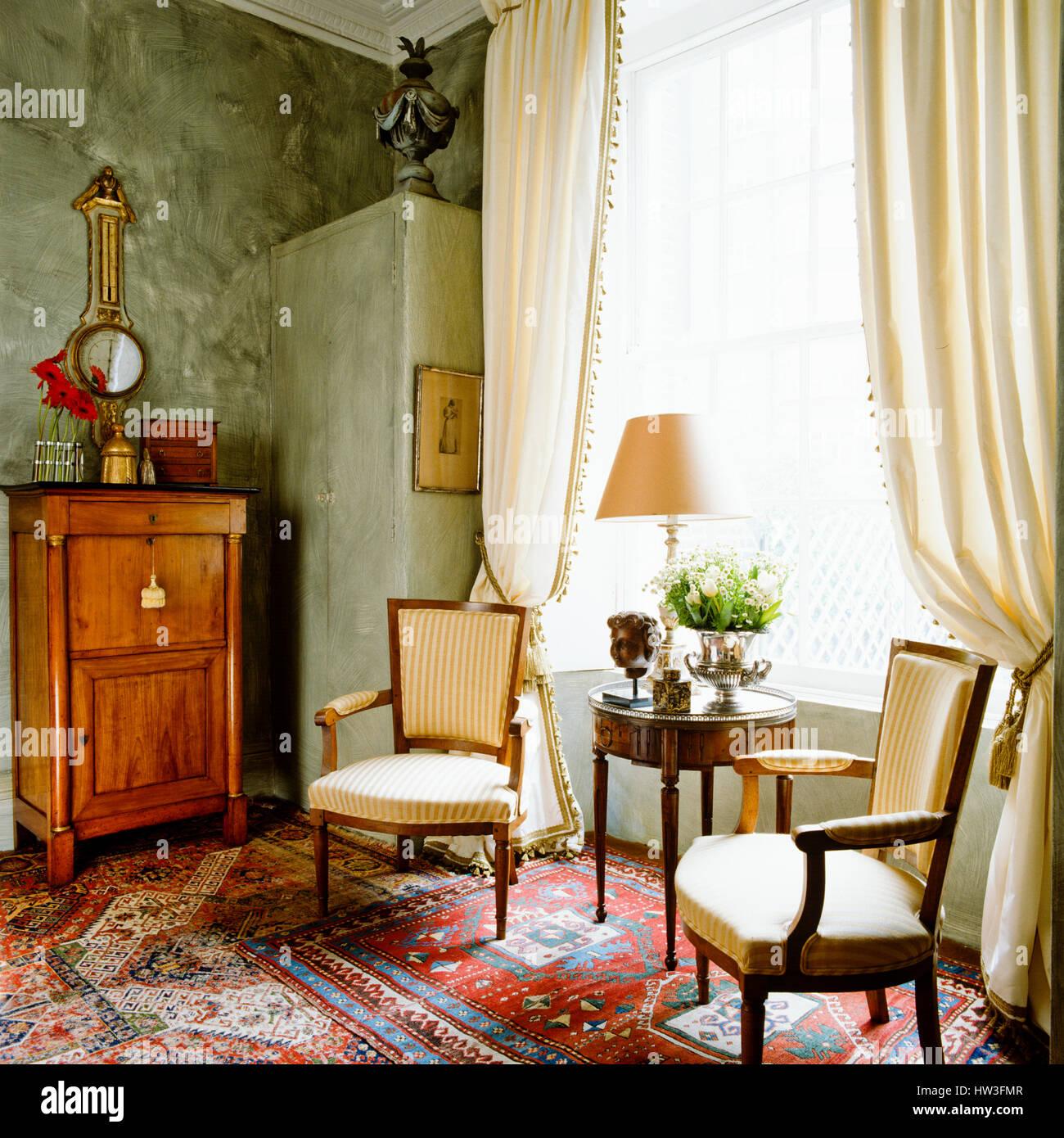 https://c8.alamy.com/comp/HW3FMR/regency-style-living-room-HW3FMR.jpg