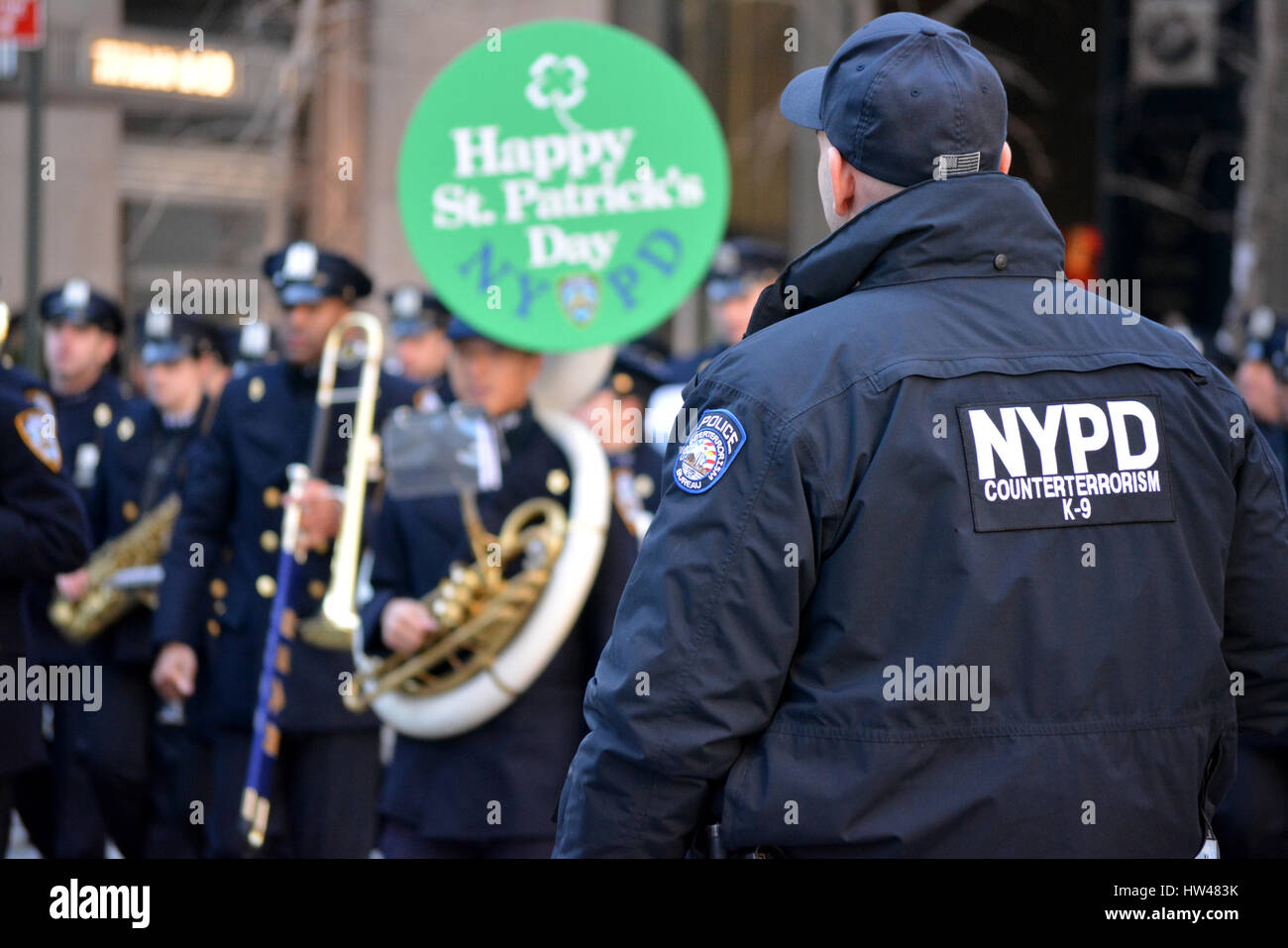 77052ac8 Manhattan, USA. 17th Mar, 2017. NYPD Counter Terrorism officer protecting  the New