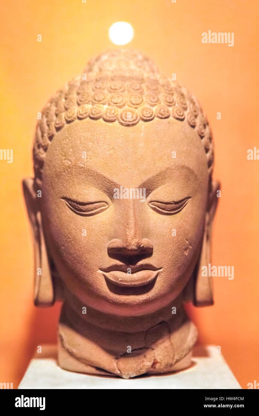 Stone Buddha head of the Gupta period dated 5th Century A.D. from Sarnath, Uttar Pradesh, India. © Reynold - Stock Image