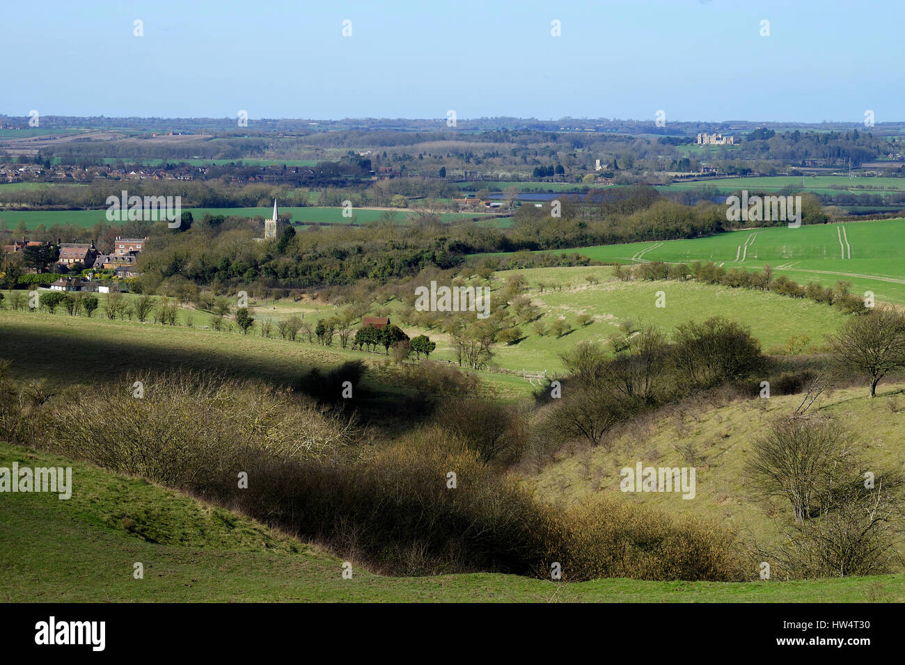 The view from Ivinghoe Hills across the Vale of Aylesbury to Mentmore Towers - Stock Image