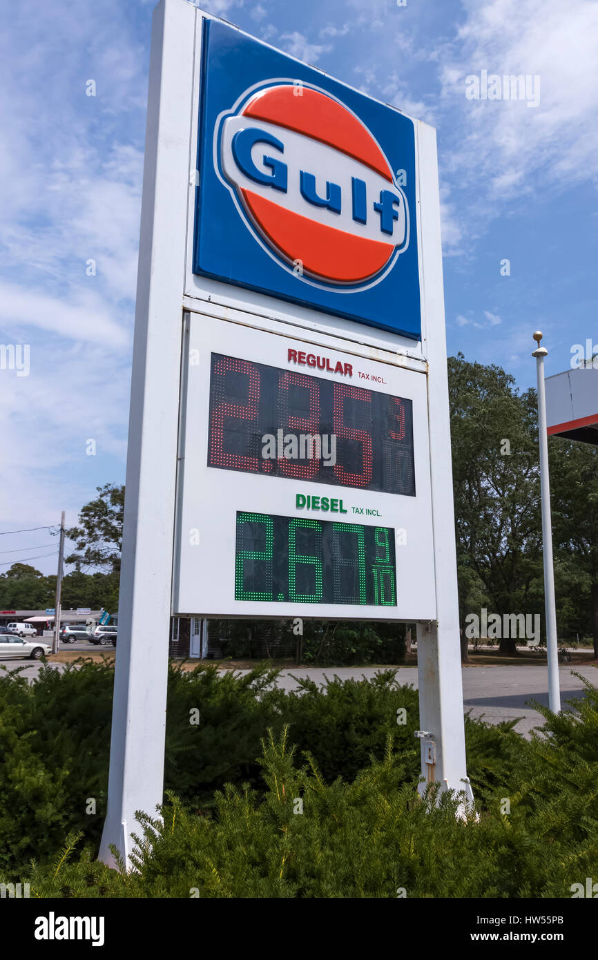 Low Gas Prices >> Gulf Gas Station Sign Advertising Low Gas Prices Stock Photo