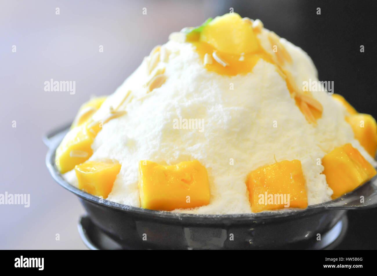 Mango Bingsu Korean Dessert Stock Photo 135957544 Alamy