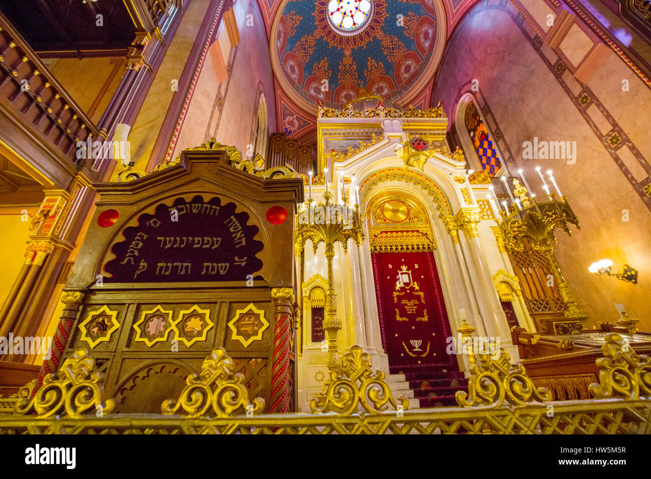 Interior of the Dohány Street or Great Jewish Synagogue nagy zsinagóga. The Second largest Synagogue in - Stock Image