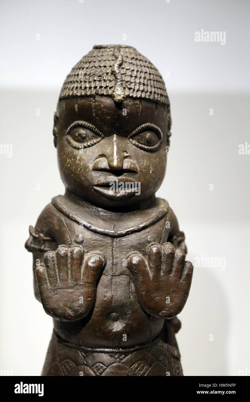 Benin empire. southern Nigeria. Benin city, Edo. Figure with its palms raised. 1550-1700. Detail. Museum of world - Stock Image