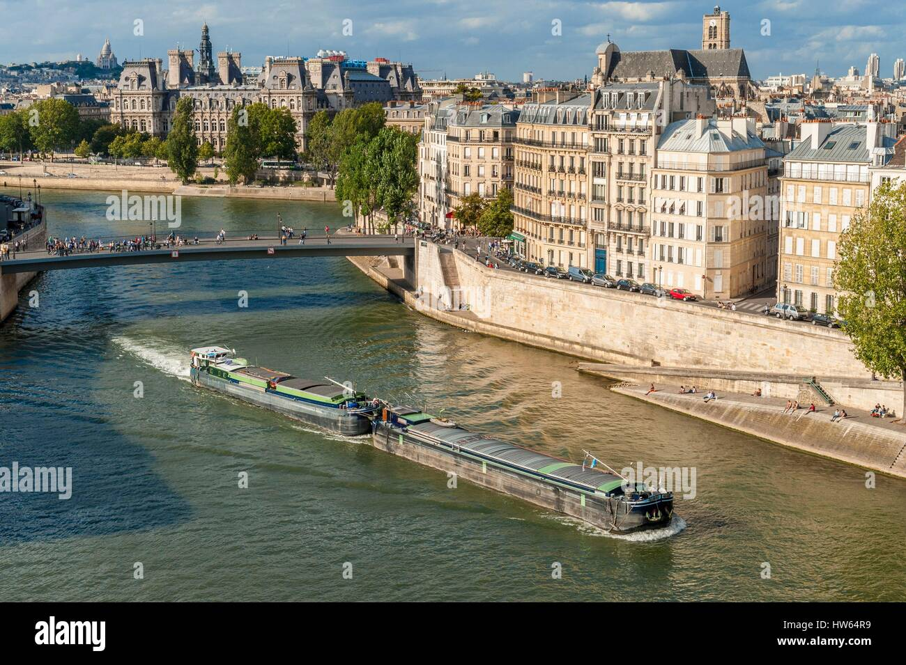 France, Paris, river ferry at the height of Pont-Saint-Louis - Stock Image