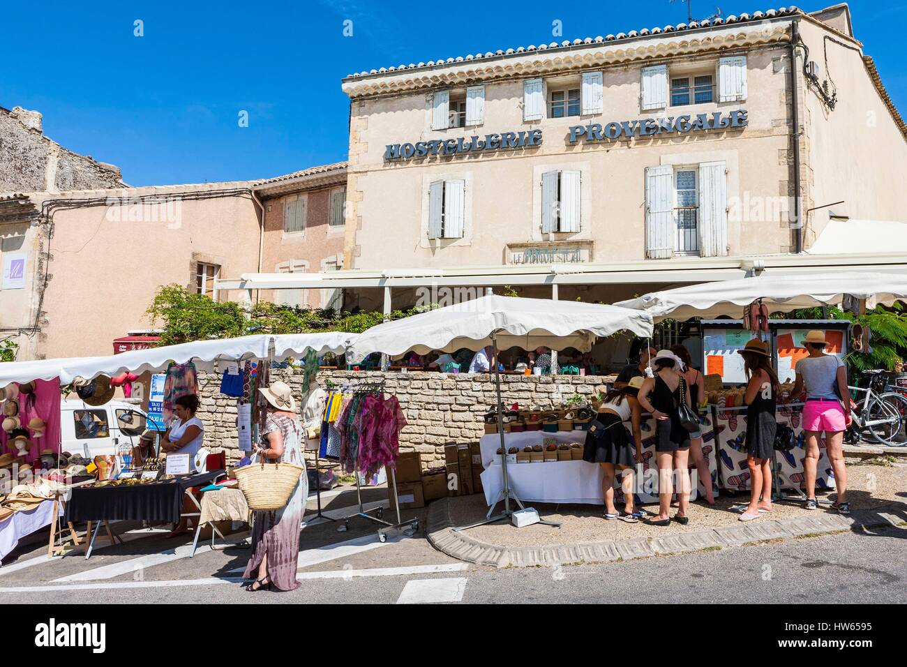 France, Vaucluse, Luberon, Gordes, certified the Most beautiful Villages of France, the market - Stock Image