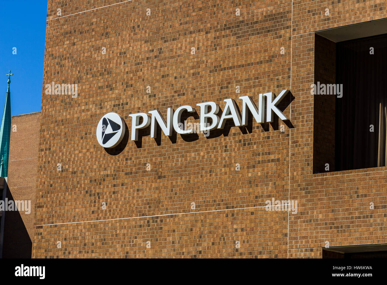 Indianapolis - Circa September 2016: PNC Downtown Building. PNC Financial Services offers Retail, Corporate and - Stock Image