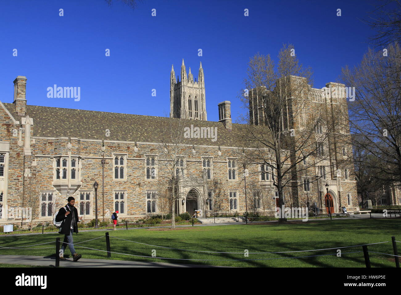 Students walking across campus lawn Duke University Durham North Carolina - Stock Image
