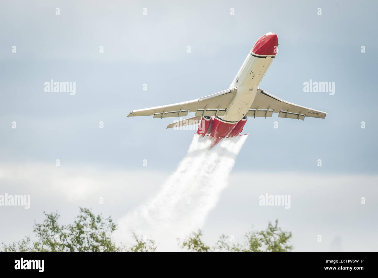 Low-level demonstration of a Boeing 727 oil spill response aircraft operated by OSRL at an aviation trade event. - Stock Image