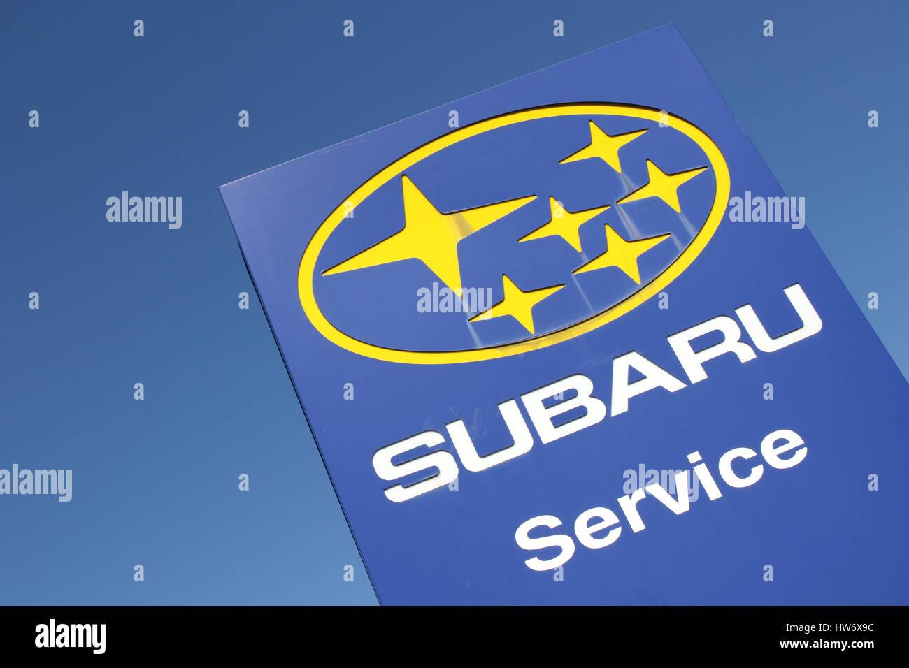Subaru Dealership Sign Against Blue Sky Stock Photo 135991336 Alamy