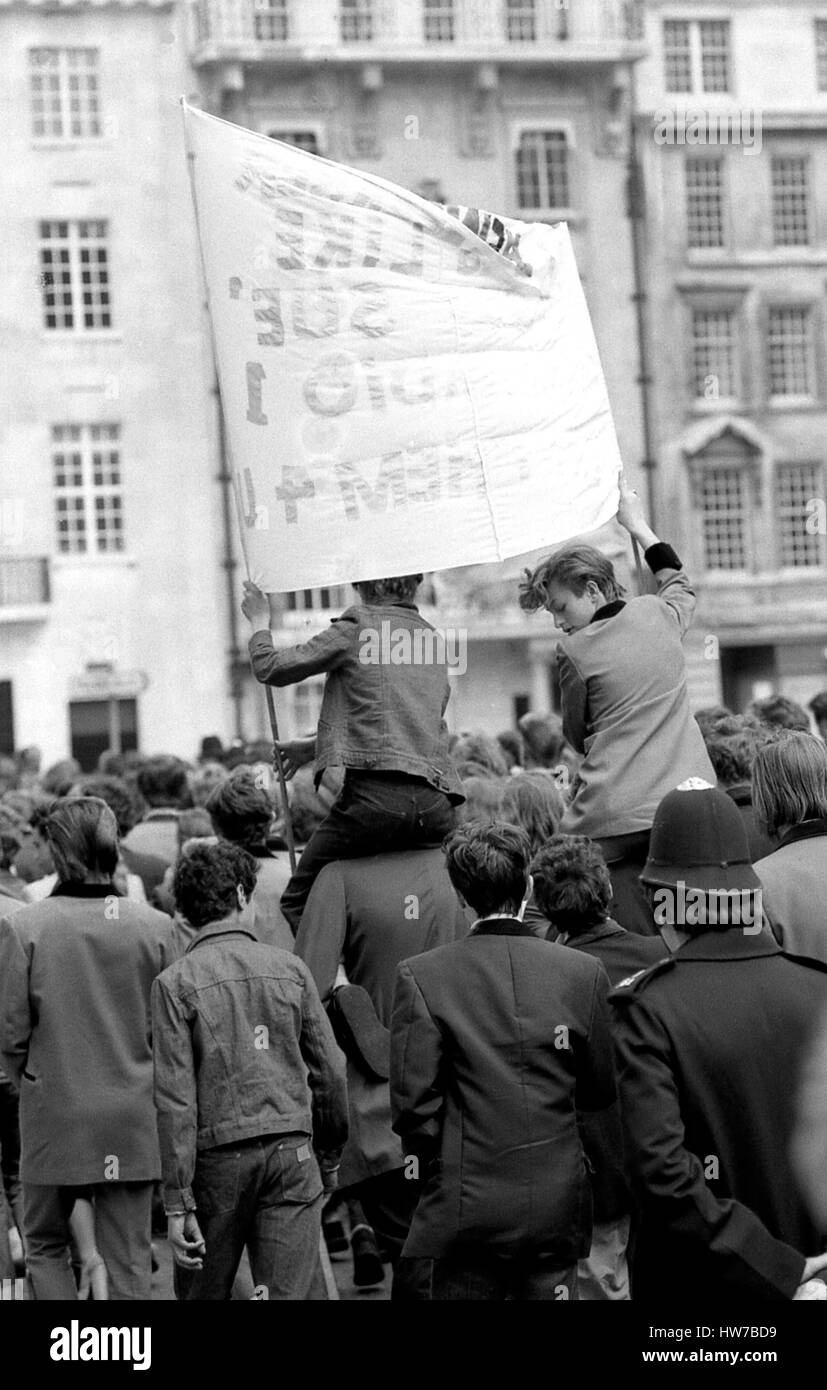 Music fans take part in the Rock and Roll Radio Campaign march through Central London, England on May 15, 1976. - Stock Image