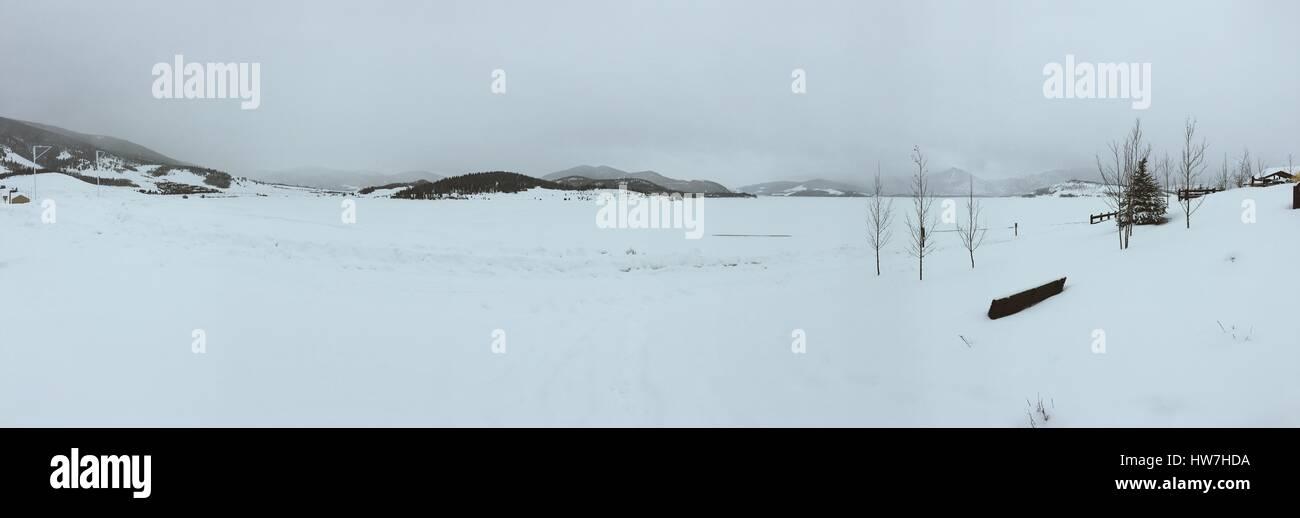 Sonder Explorations - Lake Dillon in the winter. - Stock Image