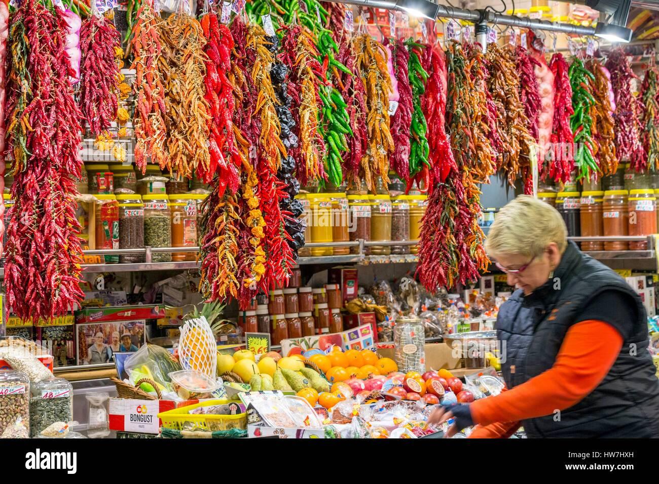 Spain, Catalonia, Barcelona, Ciutat Vella, the Boqueria market built in the mid-19th century, a seller of fruit - Stock Image
