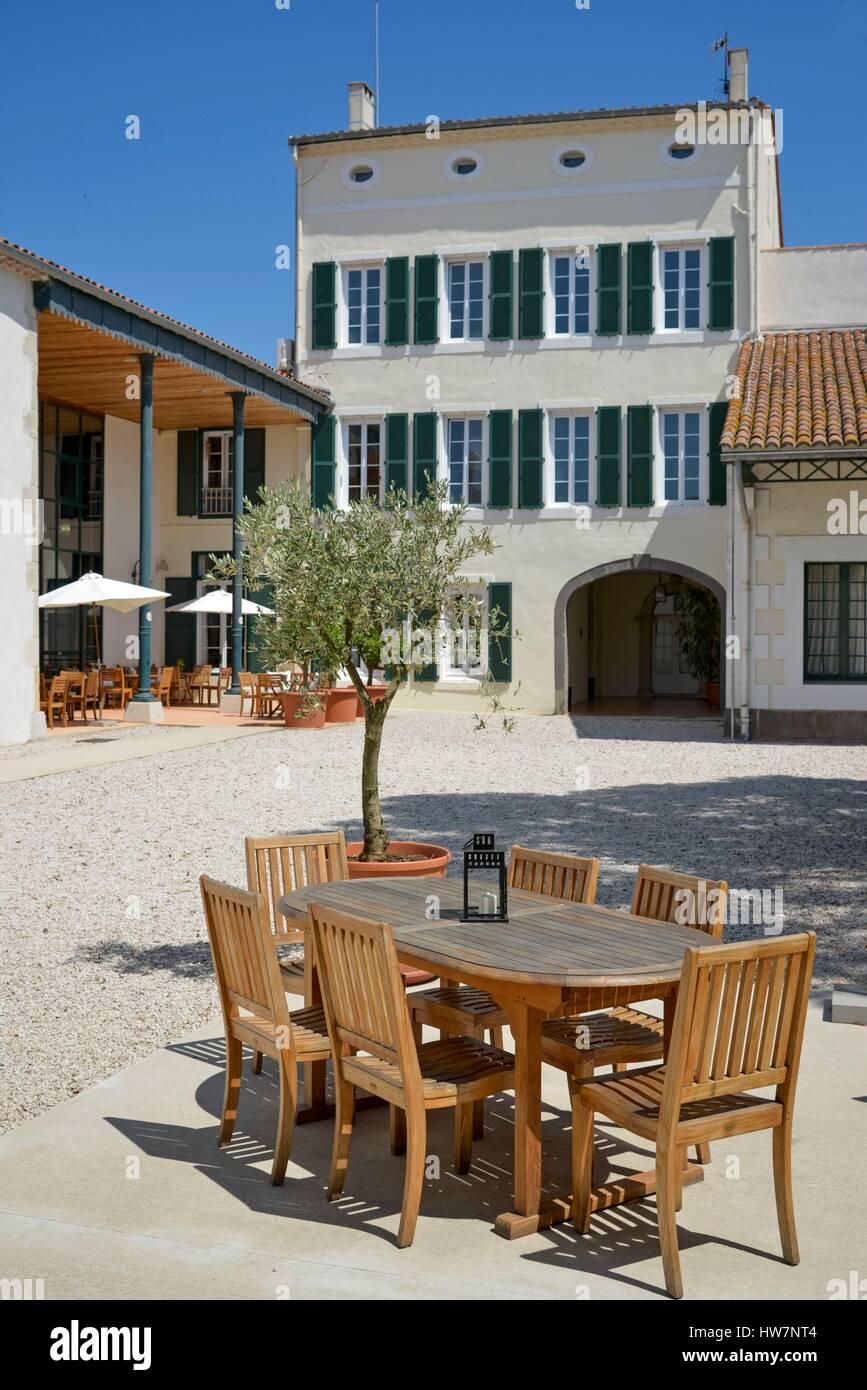 France, Herault, Marseillan, House Noilly Prat, inner courtyard - Stock Image