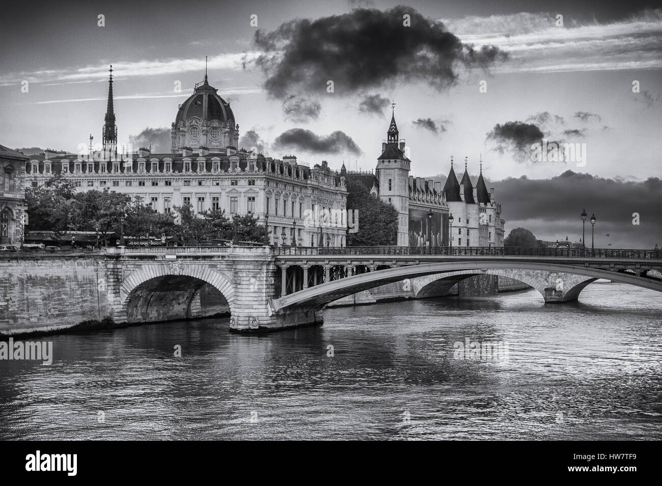 PARIS, FRANCE- SEPTEMBER 30, 2016: Looking towards Ile de Cite from Pont Louis Philippe over the Seine. - Stock Image