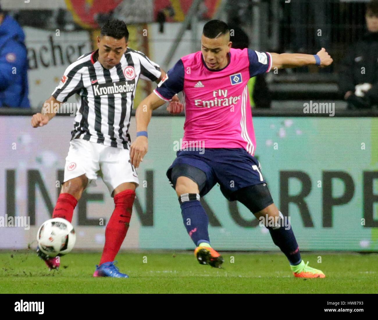 Frankfurt\'s Marco Fabian (l) and Hamburg\'s Bobby Wood in action ...