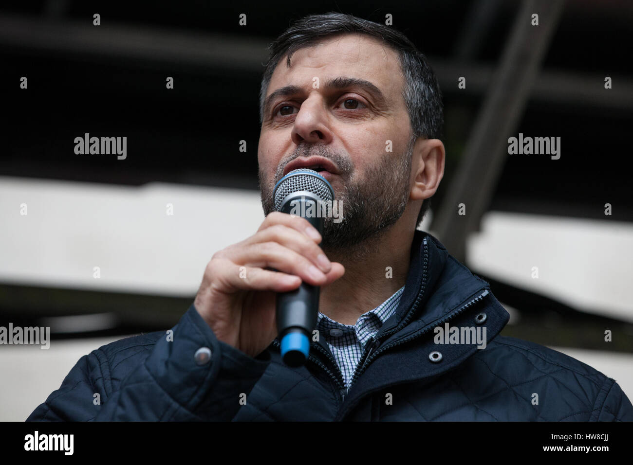 London, UK. 18th March, 2017. Mohammed Kozbar, Vice-President of the Muslim Association of Britain, addresses thousands - Stock Image
